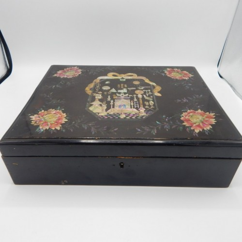 c. 1800 large Japanese lacquer box
