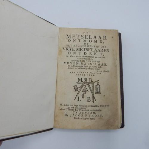 1753 De metselaar ontmomd of het regte geheim der vrij-metselaren ontdekt.