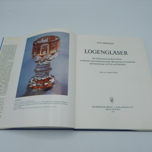 """logenglaser"" over vrijmetselaars glaswerk"